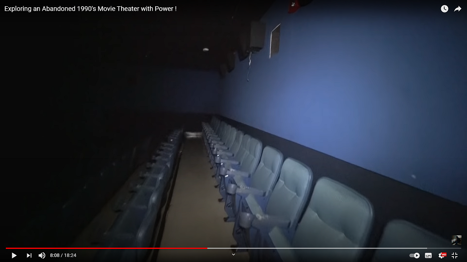 50 abandonne movie theater back wall 3 HQ.png