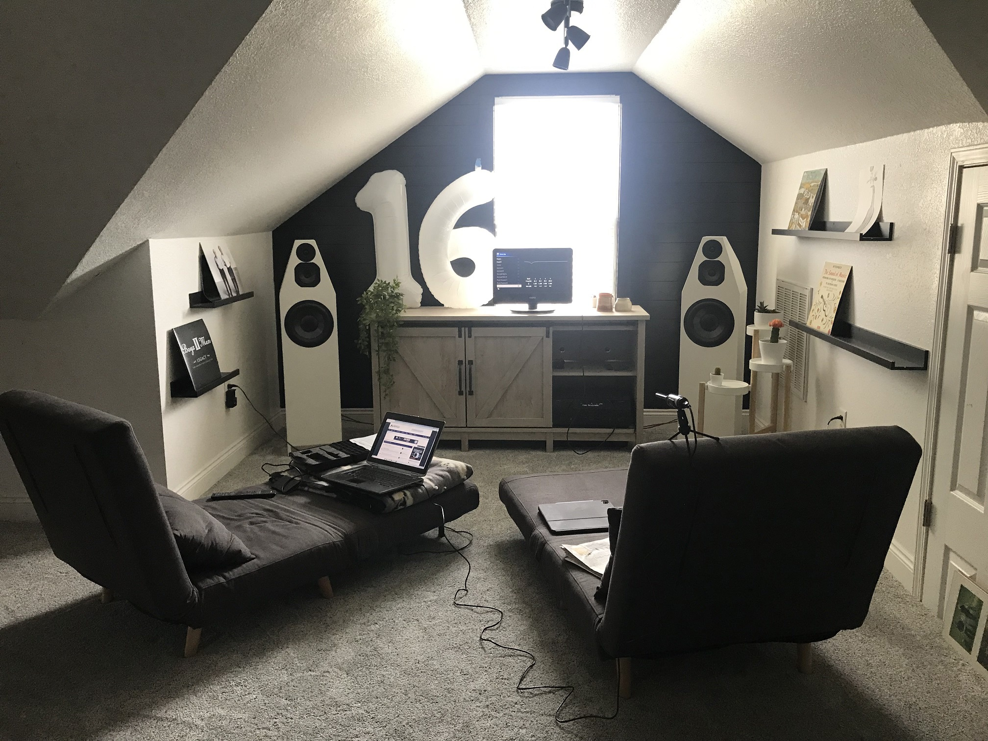 quarantune_room.jpg